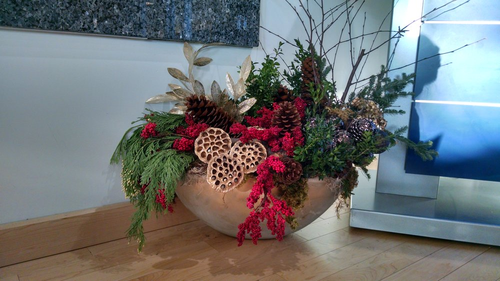 C- Centerpiece with golden honey combs with red accents floor close up.jpg