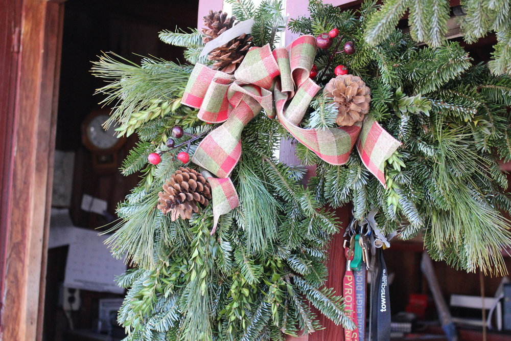 CW- Corner Wreath with bow.JPG