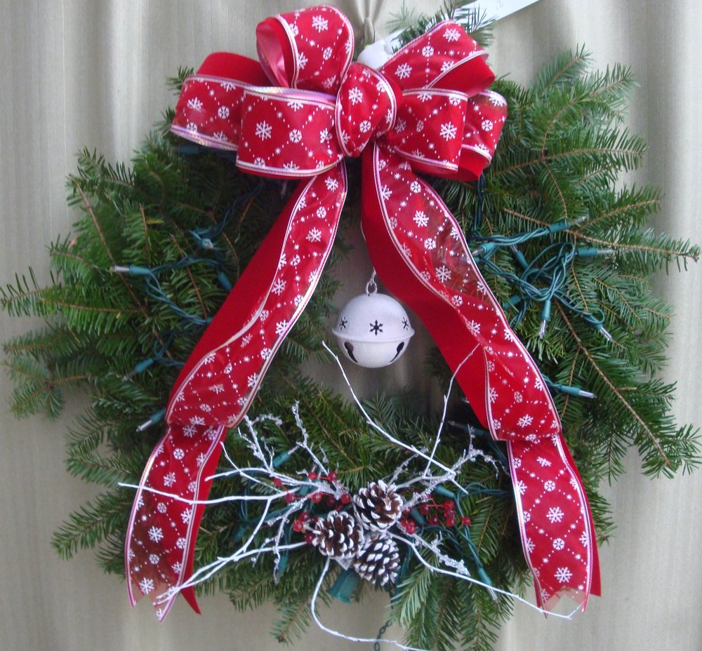 W- Wreath with a bell.jpg