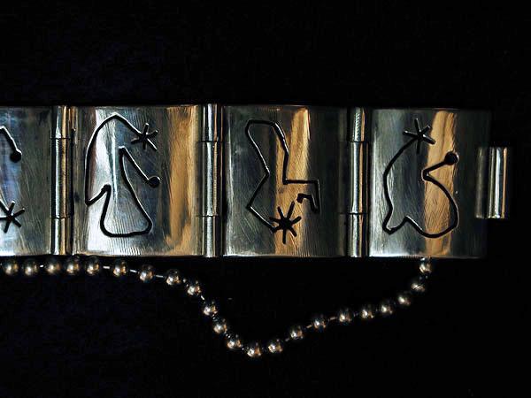 Cut Out Line Link Bracelet