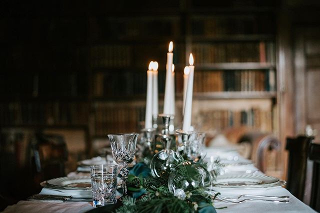 Just before Christmas happened, I worked on the most amazing Christmas-themed styled shoot with a brilliant little team 😁  Event planning: @natashaspencerevents  Venue: @nursteadcourt Photography: @byannamathilda MUA: @lucyjaynemakeup  Hair: @vicki_lord_hair Tableware: @harrietstable Cake: @cakemebysurprise Flowers: @lucywildbloom Film:  @hanhmadefilms Invitations: @tmcalligraphy
