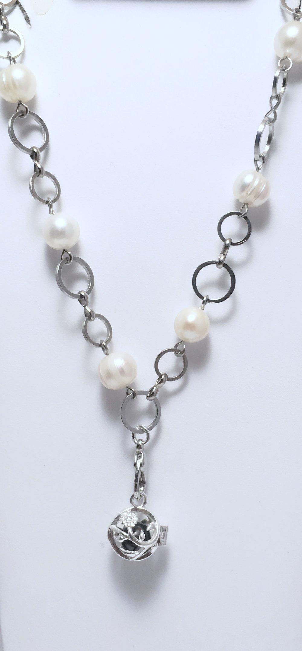 Enchanting Pearl Clasp Chain
