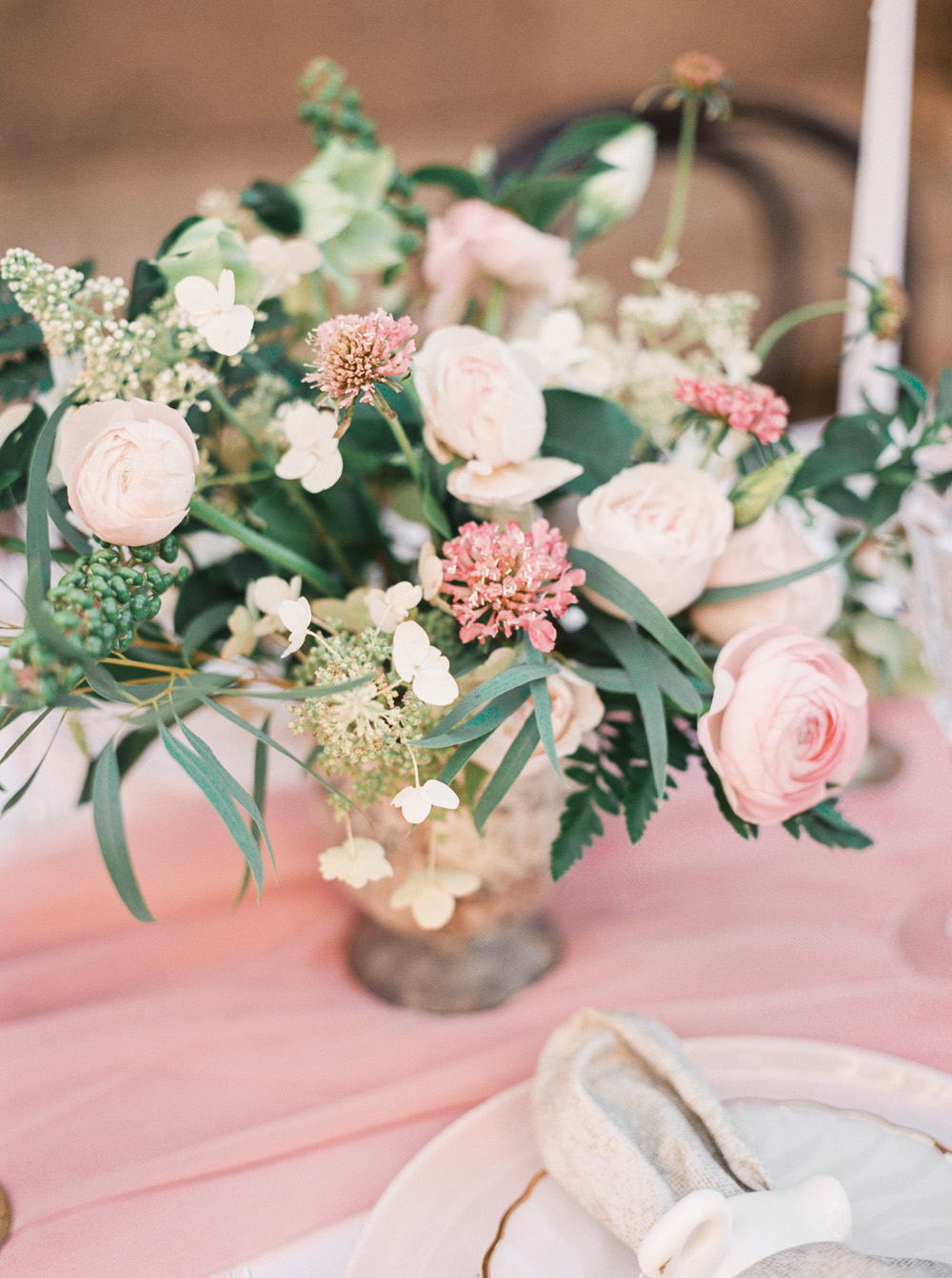 Blush centerpiece floral design | by Lara Lam photography