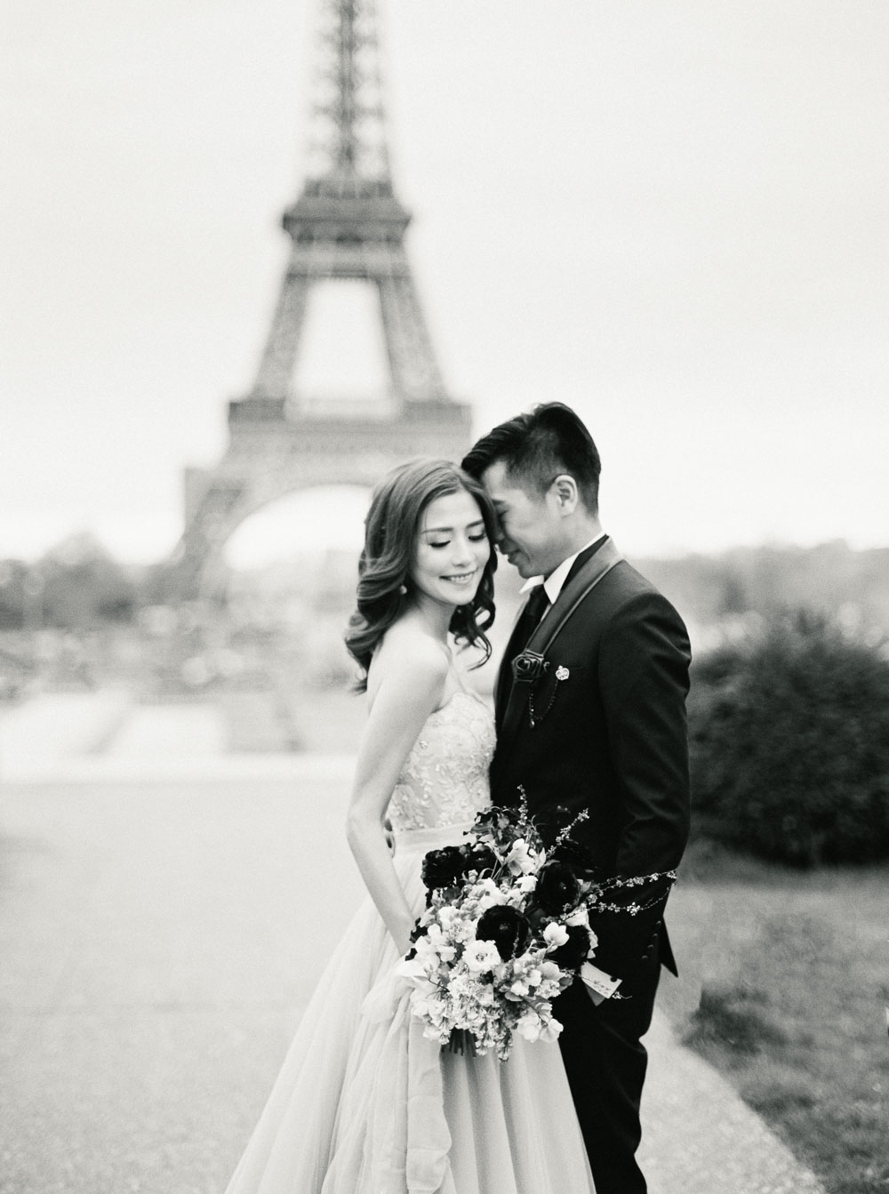 paris elopement photographer wedding ceremony