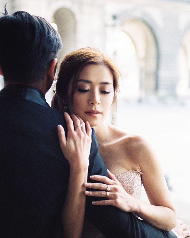 Deeply in love. @jinjuthamakeup @downtheaisleatelier @watters @floraisonparis @beyourqueenforever @laralamweddings #parismonamour #parisweddingphotographer #overseasprewedding #anniversarysession #parisfrance #prewedding