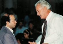 Figure 6: Almir de Souza Maia, President of the  Universidade Metodista de Piracicaba  and Ernst Mahle in the ceremony of incorporation (1998)
