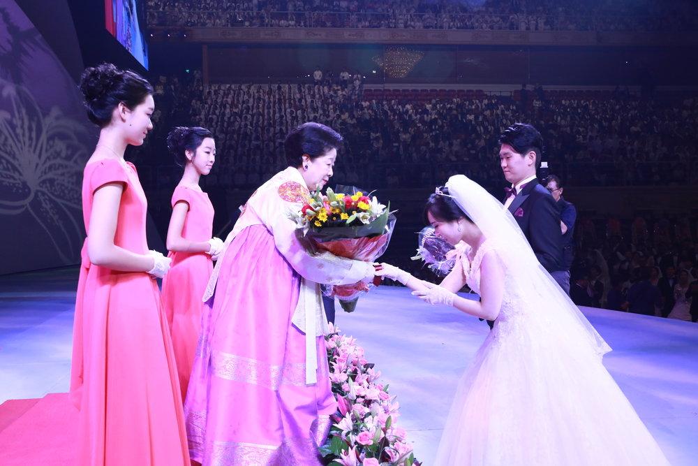 Blessing_TM_bouquet_couple.jpg