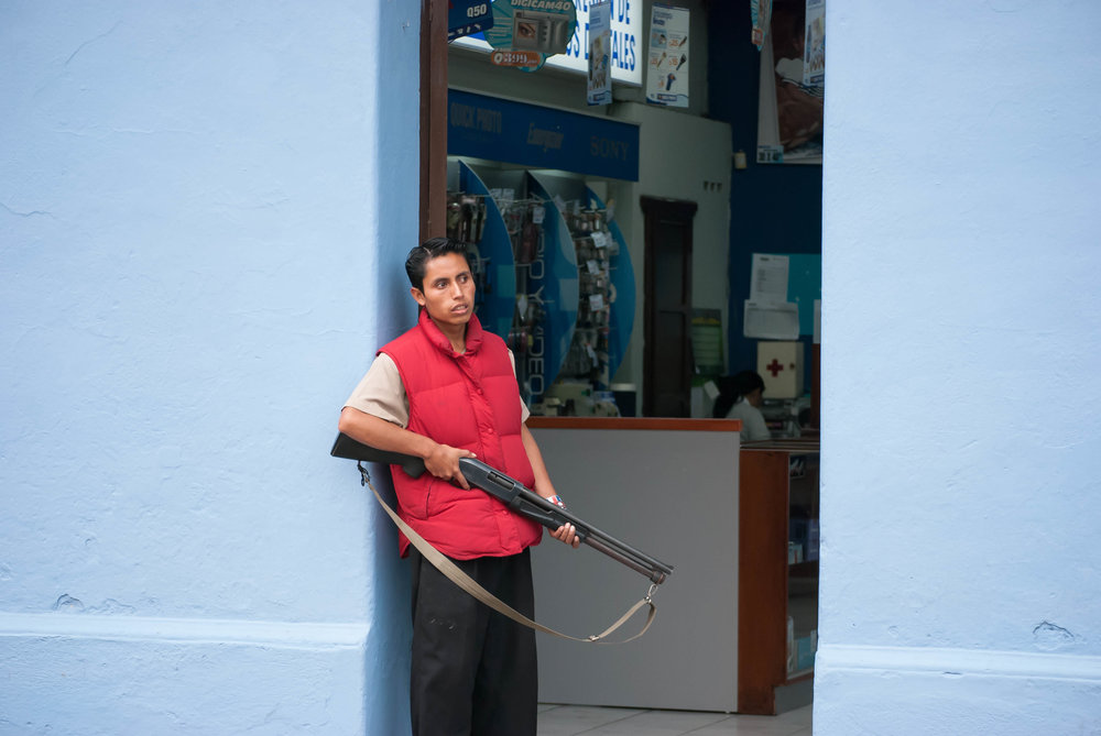 2008 antigua_guatemala man with rifle 1 V1.jpg