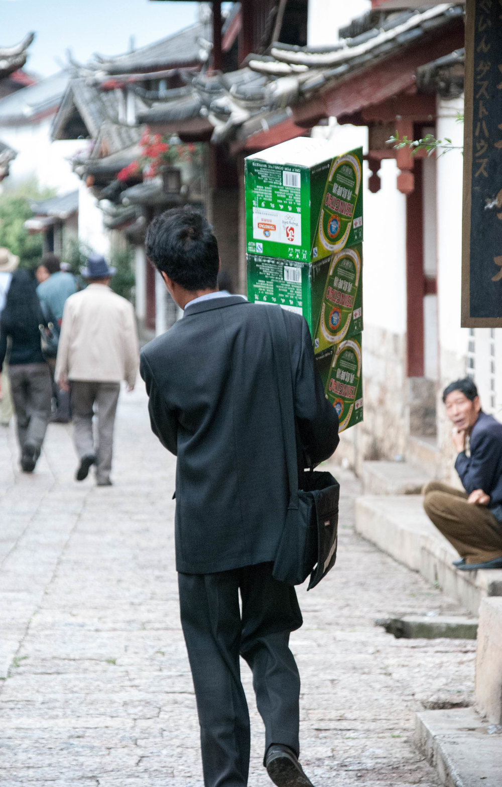 2008 lijiang_yunnan_china man beer street 1 V1.jpg