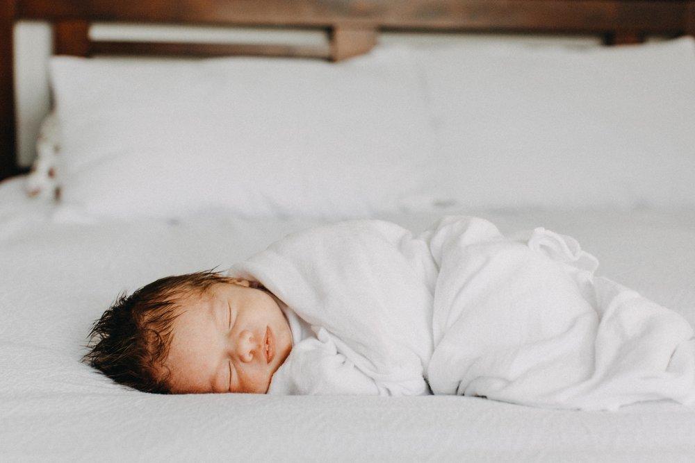 bulli-newborn-lifestyle-photography-www.emilyobrienphotography.net-27.jpg
