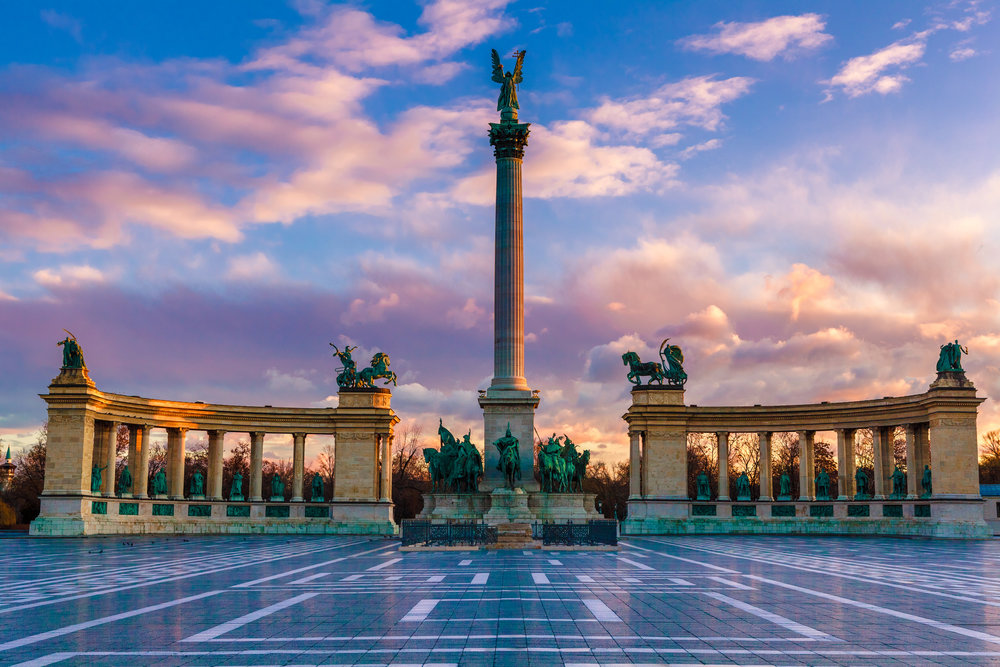 Heroes Square Budapest_iStock-467148380.jpg