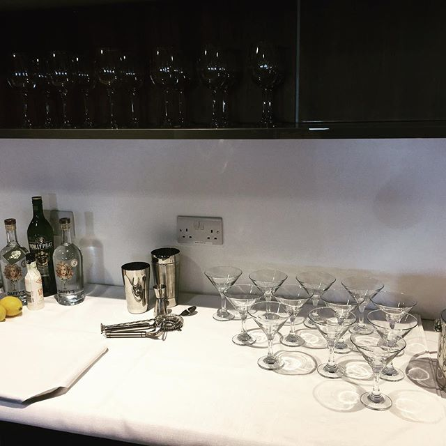 So pleased with our first impromptu pop-up bar @londoncityair #jetcentre Literally unpacked everything from our trusty @samsoniteusa business carry-on (except the glasses of course) and we were ready to serve in five minutes. #ginfluencers #popup