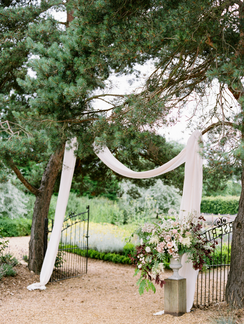 Image - Hannah Duffy Photography Florals - Moss & Stone Floral Design