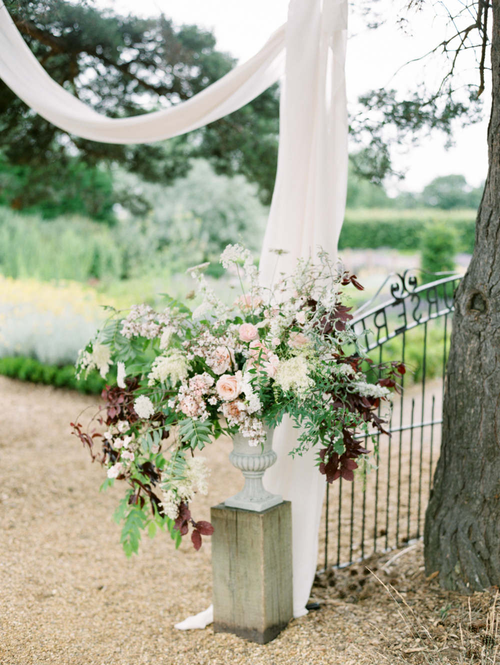 Image Hannah Duffy Photography Florals - Moss & Stone Floral Design