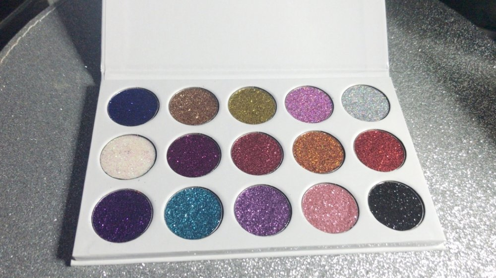 So happy with this gorgeous eyeshadow palette that I Got for £12 from Celfie Cosmetics.