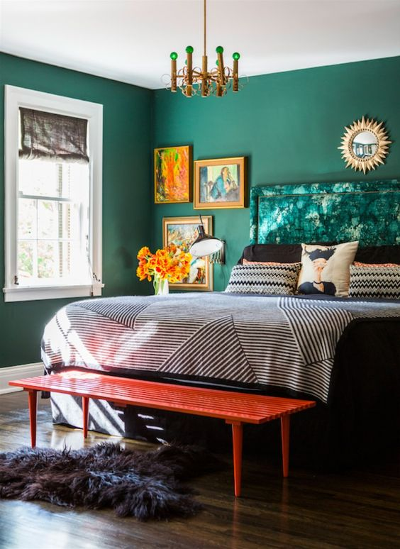Emerald interiors featuring gold accents and multi-textured homewares via masterbedroomideas.eu.