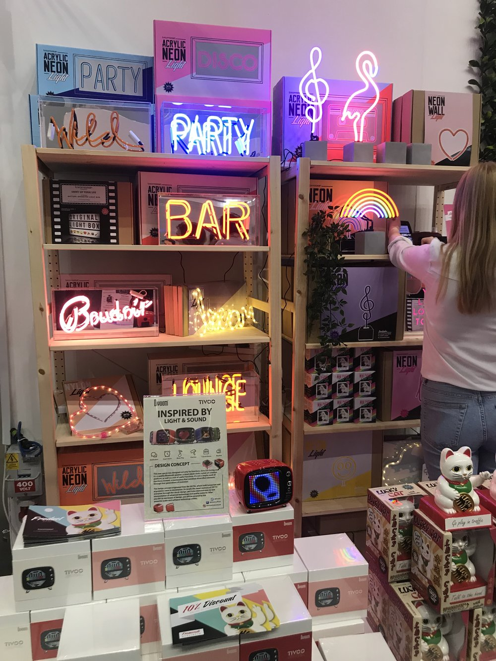I was so excited to visit Locomocean!  who make amazing neon lights and other creative lifestyle products!