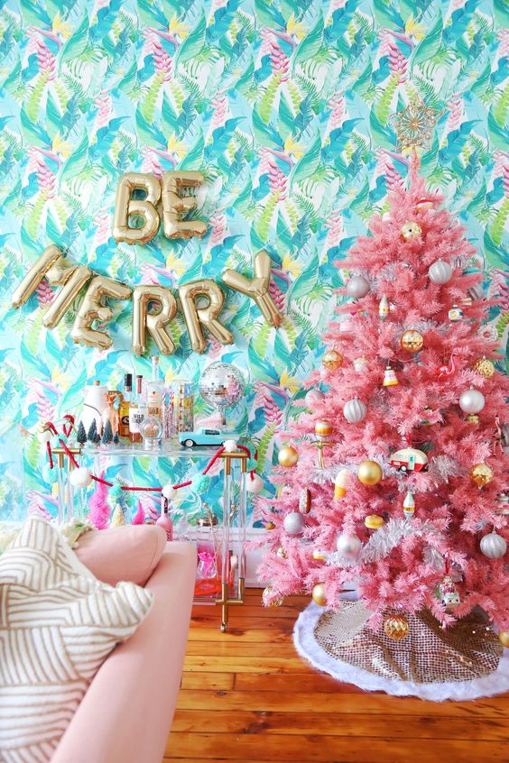 Absolutely obssessed with Natalies Tropical Christmas theme, with this gorgeous pink tree and super playful accessories.
