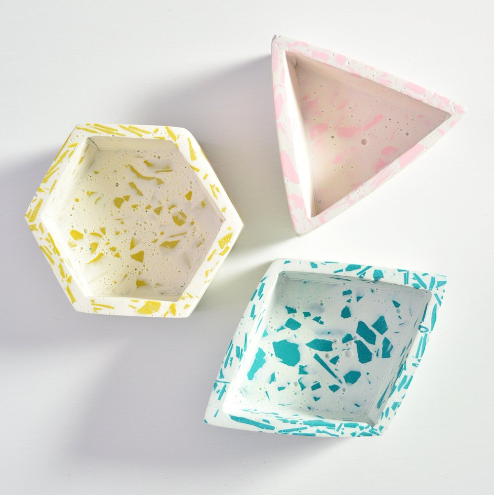 A look at some of the Jesmonite Trinkets created at the  London Craft Club . Jesmonite is a cross between concrete and resin, that can be coloured and used to create awesome effects like terrazzo and marbling.