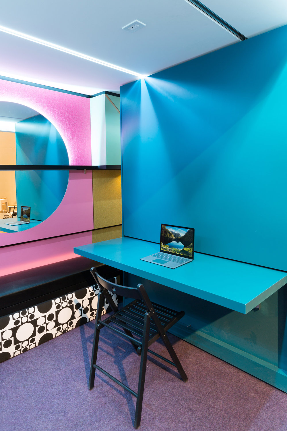 Featuring pink walls and hues of blue, the WRKkit office space is to my exact tastes in design and they definitely haven't saved on the detail. The electrical ports also move as the space does which could make for very ideal and convenient socket powering when needed.