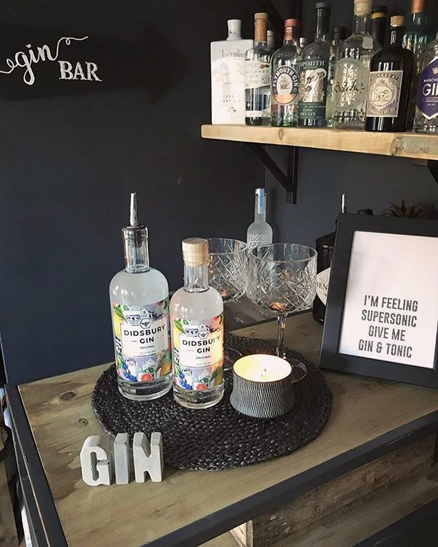 Interior GOALS 👏🏼🍸 @paulinesimpkin6 📸 I think we all need a bar like this in our house! #DidsburyGin #Gin #Ginstagram #GinLovers #Mixology #WeLoveGin #Bar #Cocktails #GinAndTonic #InteriorGoals #HomeInspo