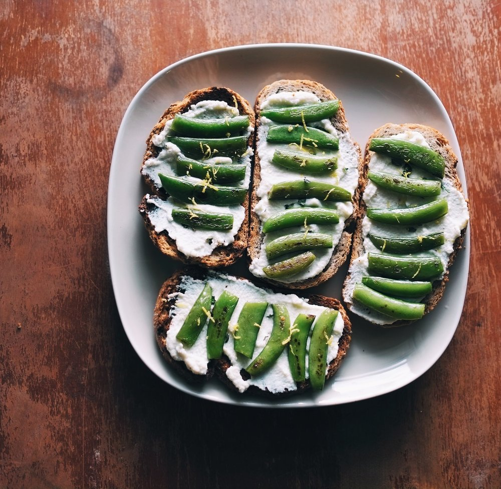 Crostini with Mint, Lemon and Peas