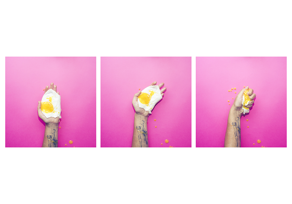 Egg in hand foto di Alessandra Desole