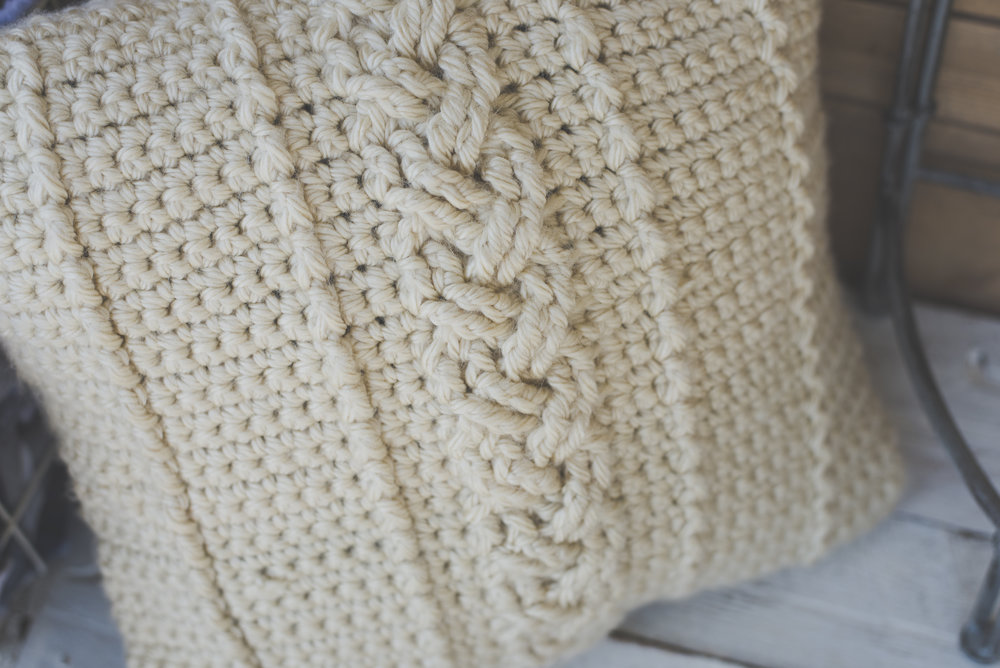 Another Free Farmhouse Pattern The Comfy Cables Pillow Cover