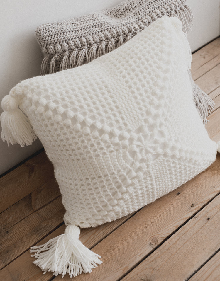 Free Pattern For The Crochet Cottage Pillow Megmade With Love