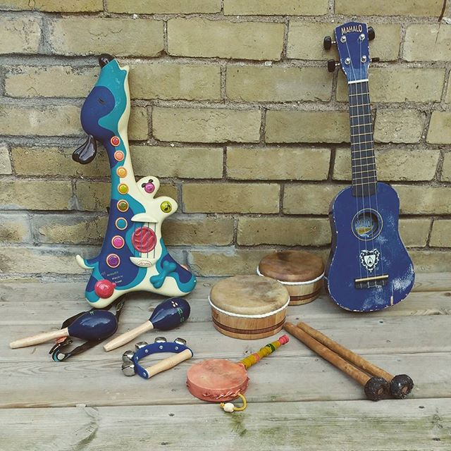 Getting the instruments in order...see you and the kids at the family stage @homecountyfest, Victoria Park, Saturday, 3pm. #raffirulz