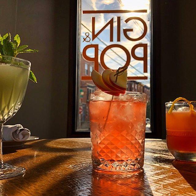 It's cocktail tiiime 🙌 #ginandpopphilly #ginandpop #cheersdaddyo