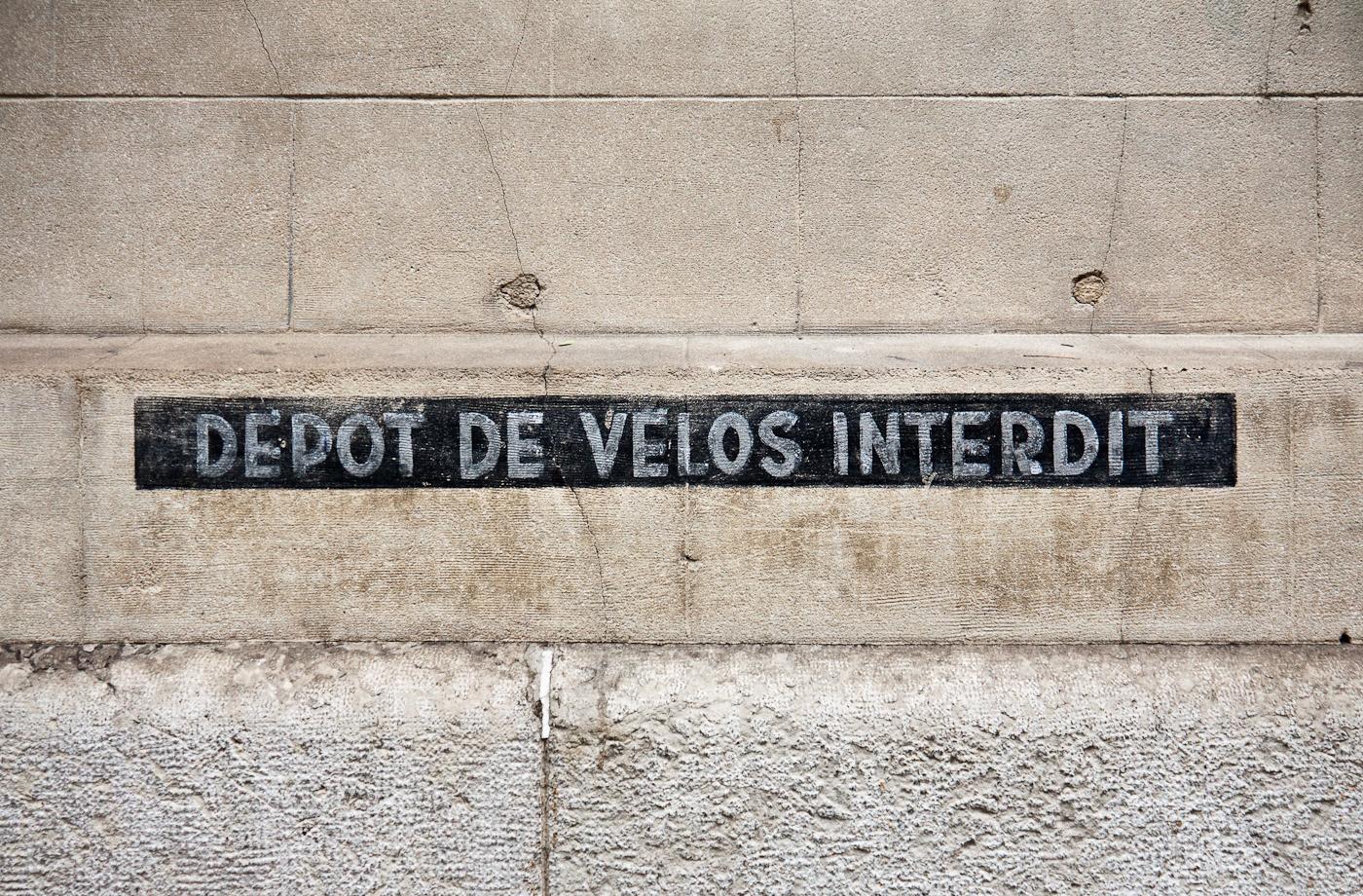 Depot De Velos Interdit
