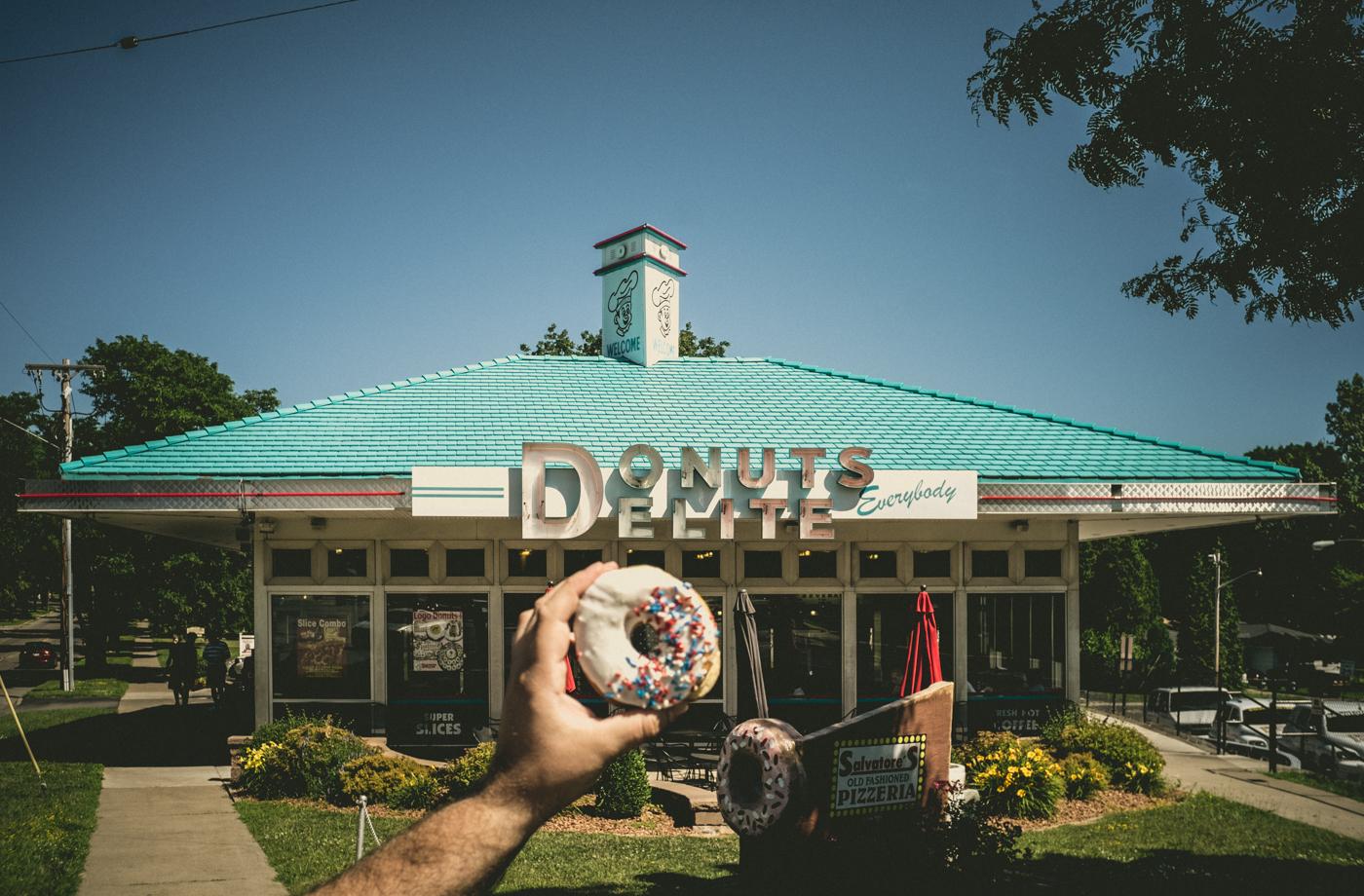 Donuts Delite Everybody