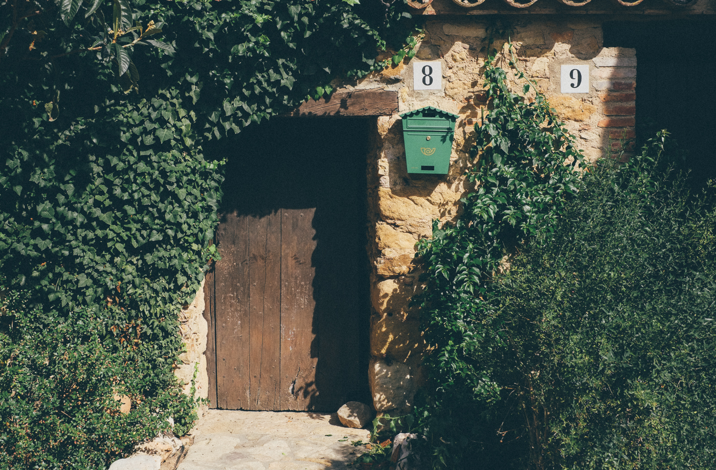 8 9 Mailbox