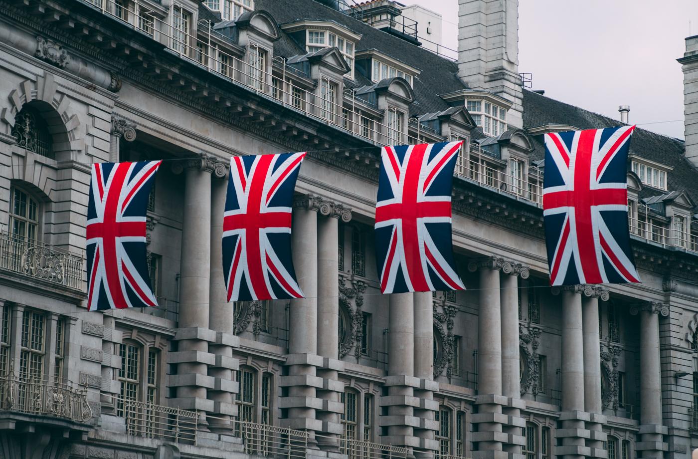 4 Union Jacks