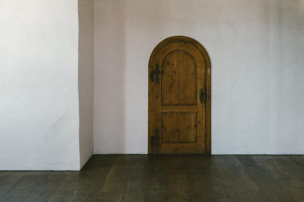 EH2167_Door.jpg