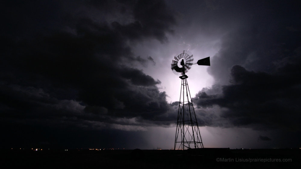 Best_Gear_for_Storm_Photography_by_Martin_Lisius_windmill_lightning