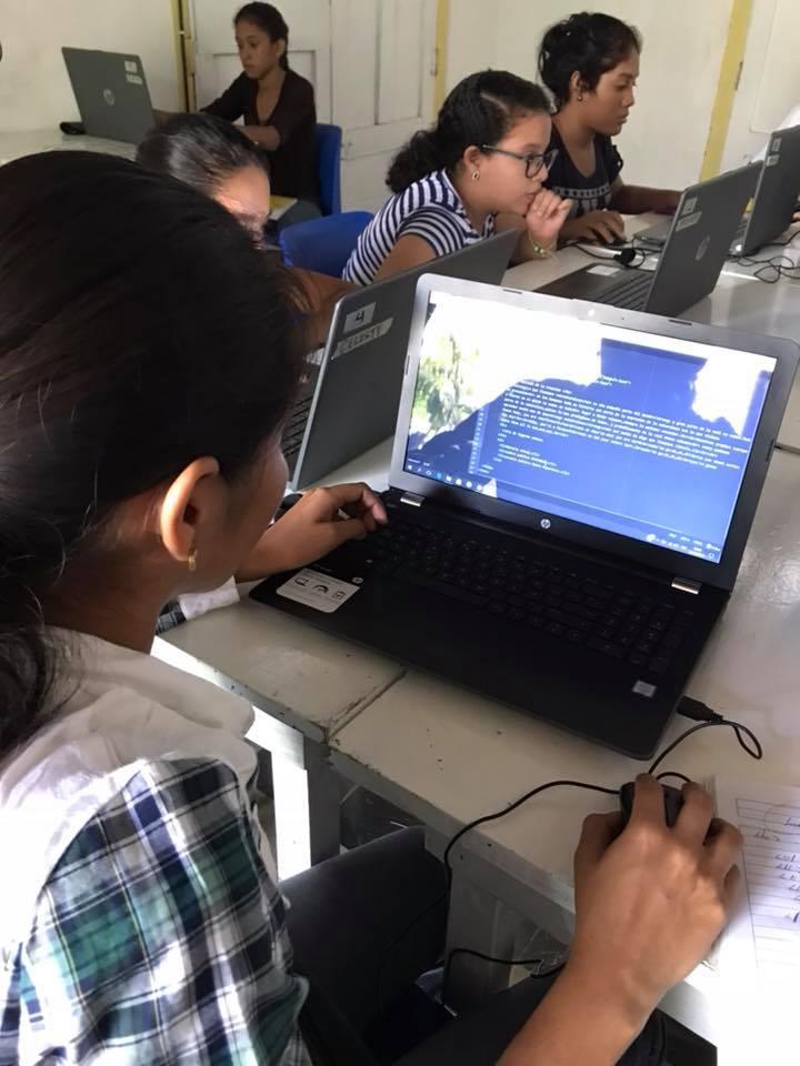Club de programación para niñas y jovenes en Granada, Nicaragua. @UPNicaragua