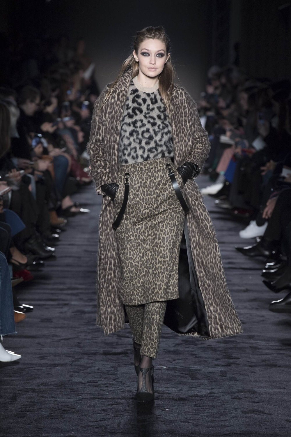 Model-Fashion-Show-Max-Mara - GIGI.jpg