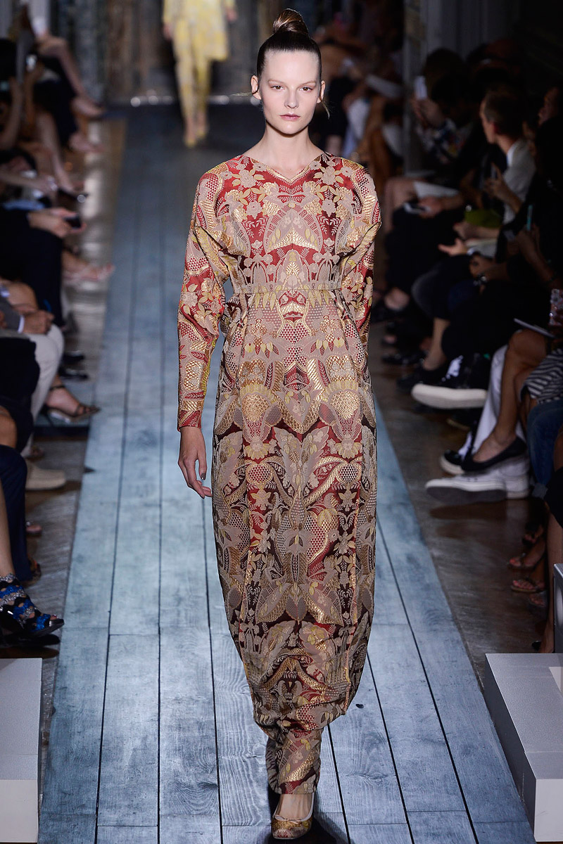 valentino-fall-2012-couture-runway-31_11024250895