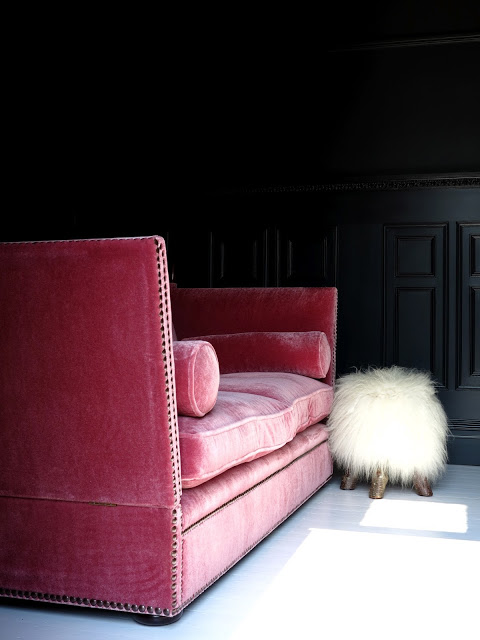 www.47parkavenue.co.uk.jpg farrow&ball off black painted walls 12
