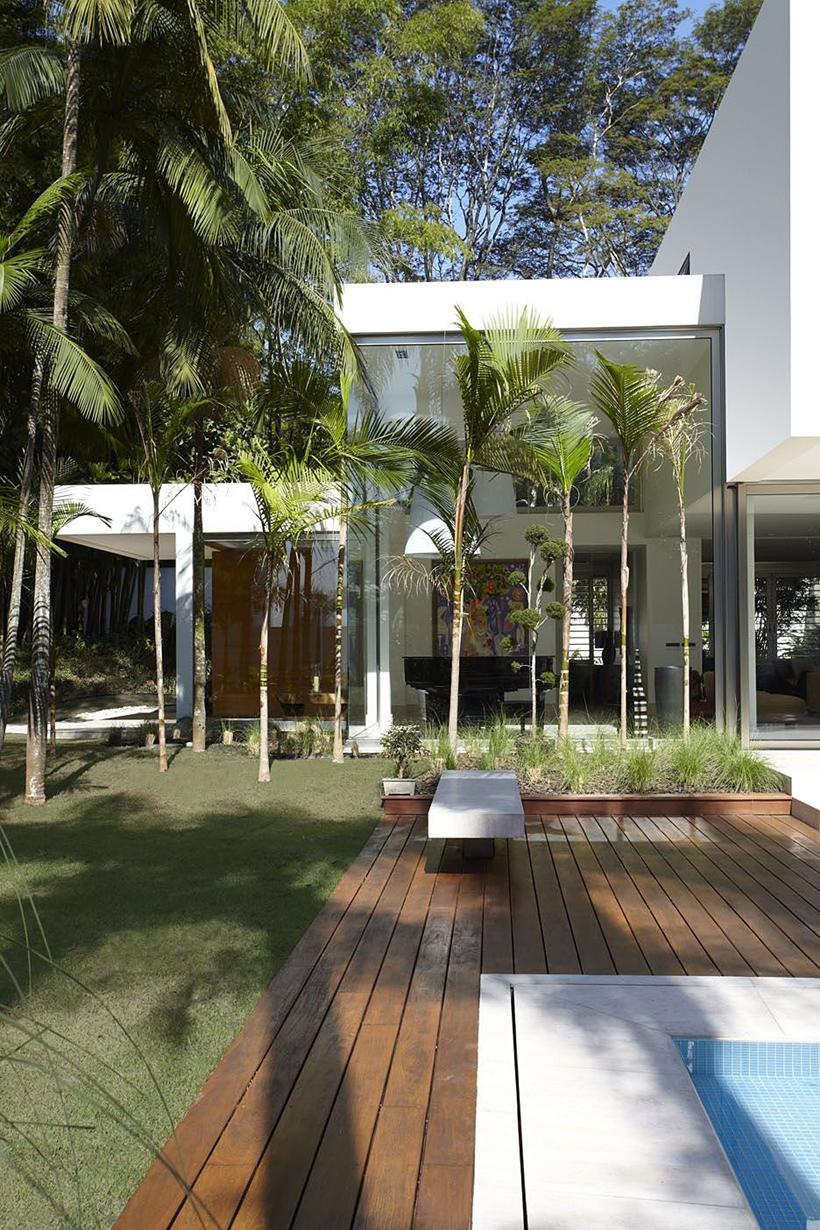 Modern_Facade_on_Gorgeous_Home_by_Drucker_Arquitetura_on_world_of_architecture_06-2.jpg