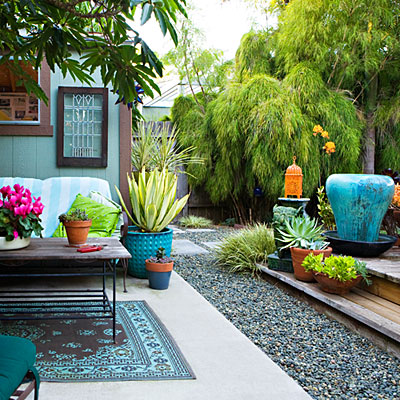 chic-backyard-outdoor-living-area-0211-l-2