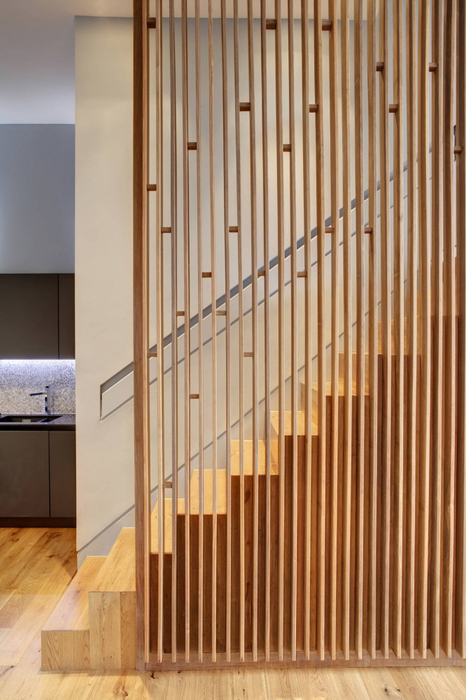 1334711820-timber-fins-stairway-0071a-666x1000