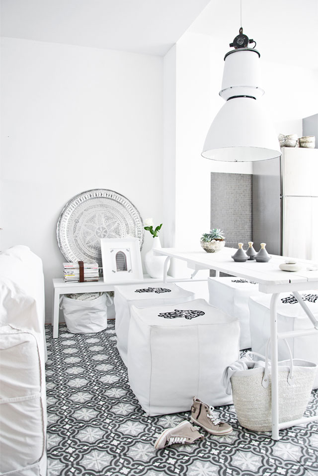 thesnapassembly_design_interior_style_79ideas-moroccan-touch-white-pouf-1