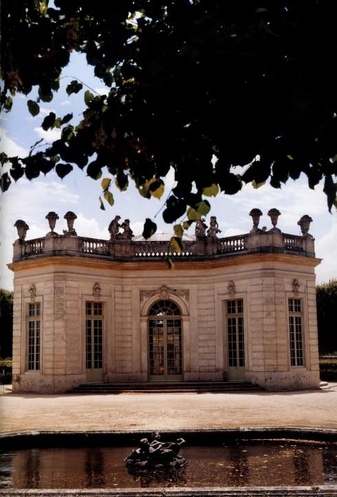 2-Trianon-Castle-490x722