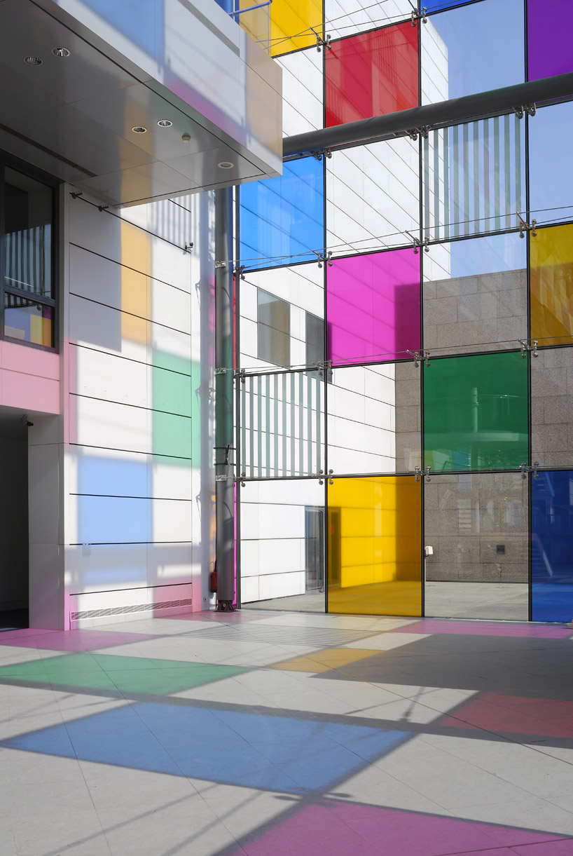 daniel-buren-like-childs-play-work-in-situ-designboom-01