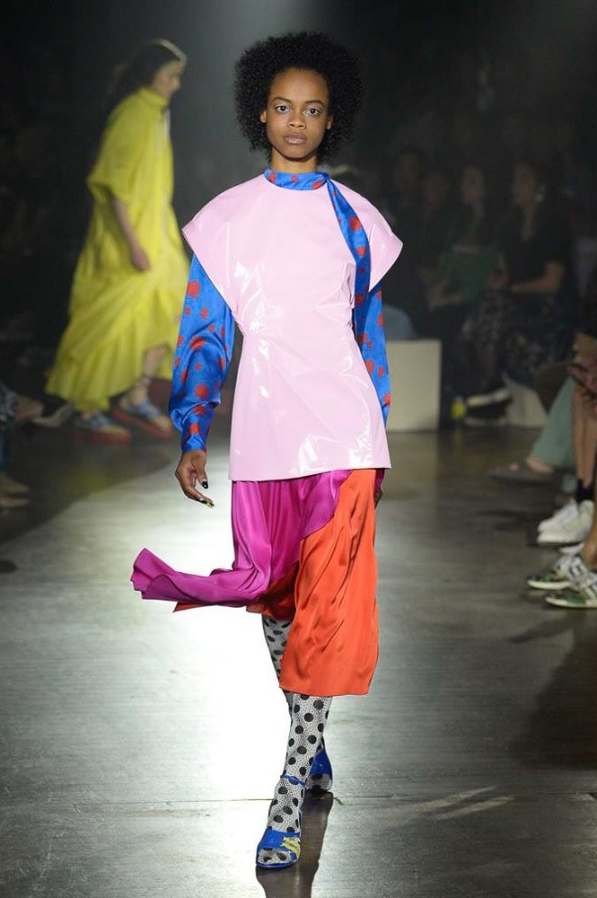 https://www.vogue.com/fashion-shows/spring-2019-ready-to-wear/kenzo/slideshow/collection#32