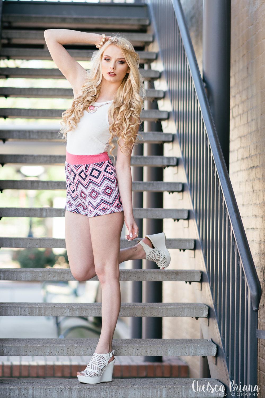 senior-girl-model-on-stairs