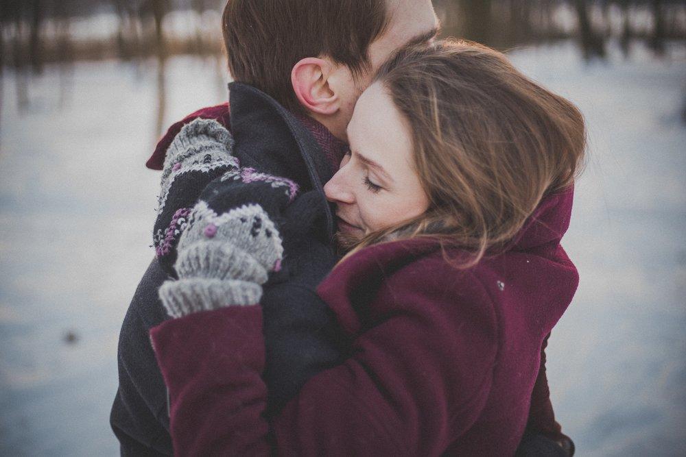 romance-couple-1209046_1920.jpg